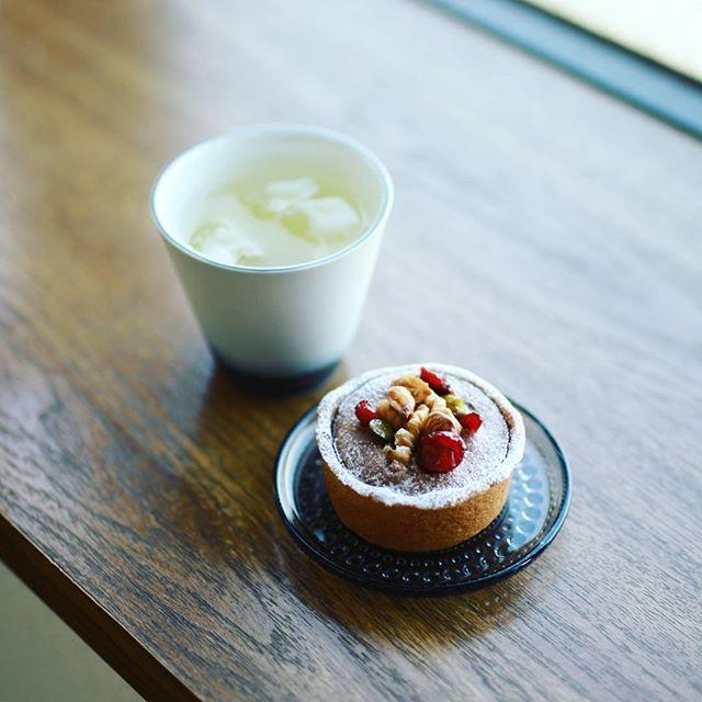 大須のキュームタルトのダブルチョコレートタルトをお土産にもらったのでティータイム。うまい! (Instagram)