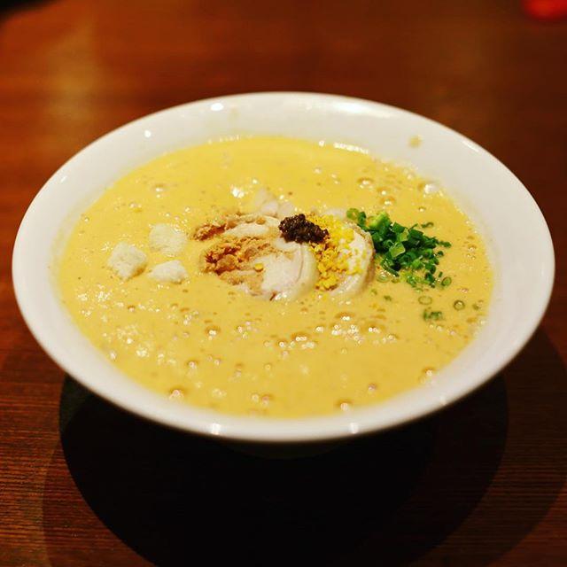 大須の麺屋はやぶさにラーメン食べに来たよ。オマール海老湯麺。飲むオマール海老。完全にエビ!うまい!#オニマガ名古屋散歩 (Instagram)