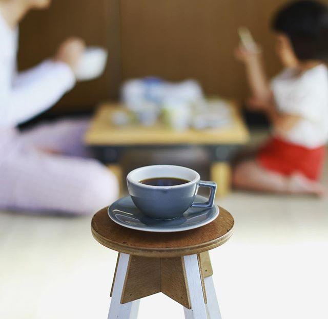 グッドモーニングコーヒー。床生活も2週間経過でちょっと慣れてきた。うまい! (Instagram)