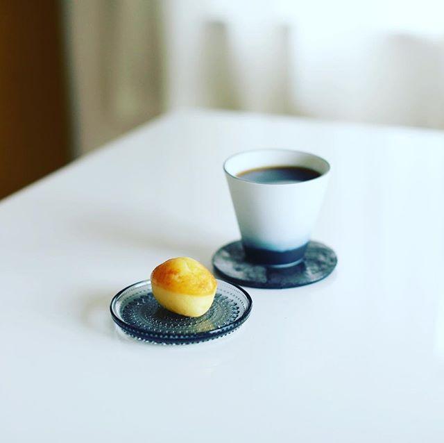 ラヴシャンのレモンケーキでグッドモーニングコーヒー。うまい!-#ラヴシャン #ラヴニューデシャンゼリゼ #lavenuedeschampselysees (Instagram)