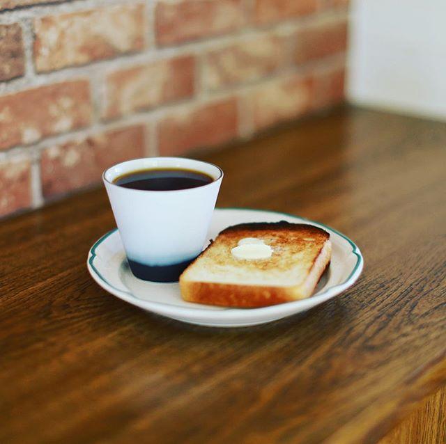 DEAN & DELUCAの酒粕食パントーストでグッドモーニングコーヒー。うまい! (Instagram)