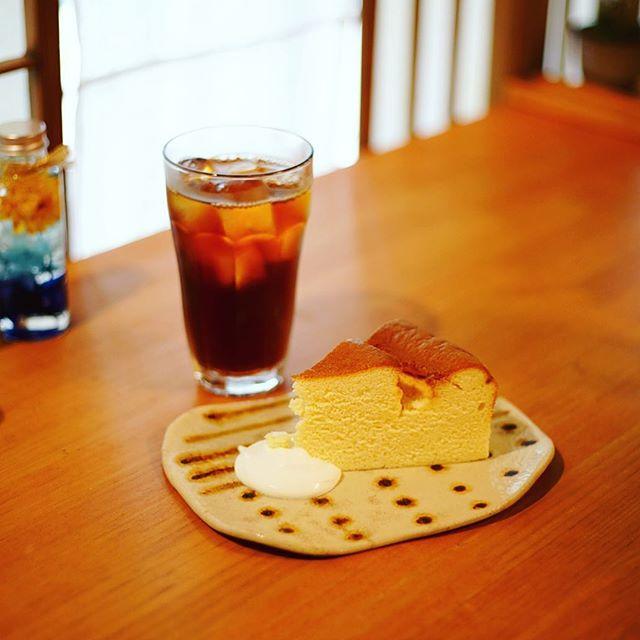 呼続の隠れ家ギャラリーえんでおやつタイム。チーズケーキ&アイスコーヒーやわらかめ。うまい!#オニマガ名古屋散歩 (Instagram)