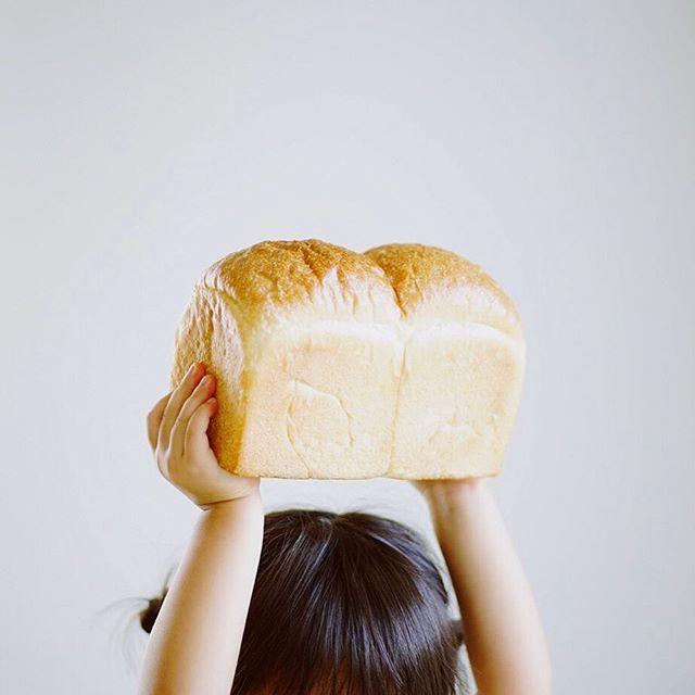 芒種の食パン丸かじりでグッドモーニング。うまい! (Instagram)