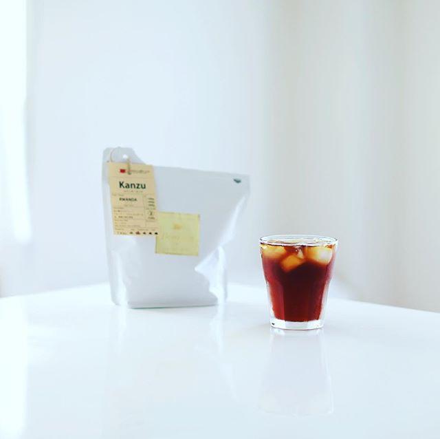 急冷アイスコーヒでグッドモーニング。今日から豆はボンタインのルワンダ・カンズ。うまい! (Instagram)