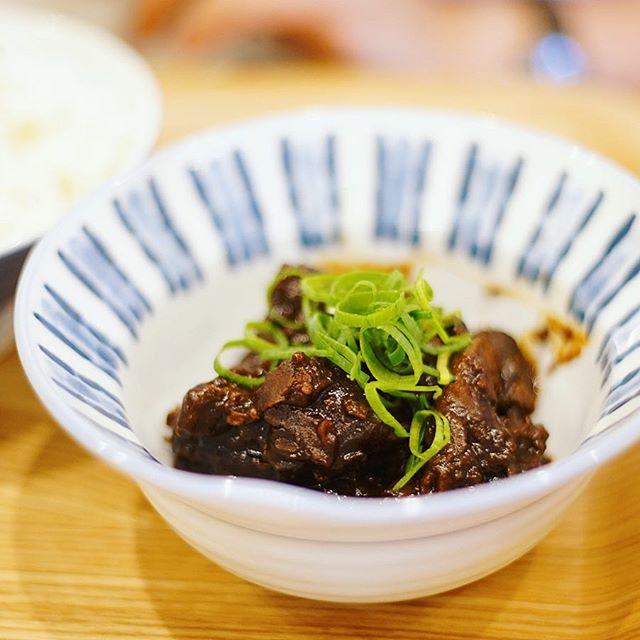 鶴舞のごとらやでどて煮&赤魚の煮付けな夜ごはん。うまい!#オニマガ名古屋散歩 (Instagram)