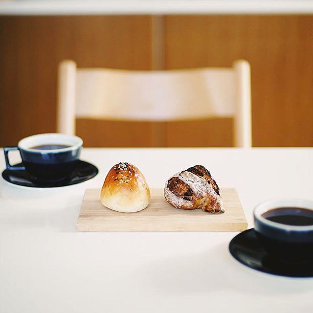 le supreme / ル・シュプレームのあんパンとハードなやつでグッドモーニングコーヒー。昨日のPIC写真部・栄生散歩のお土産。うまい!#nokton50mm #lesupreme #ルシュプレーム (Instagram)