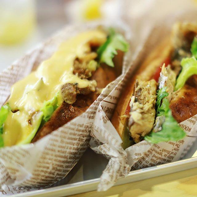 ナディアパークのCAROLINEにサンドイッチ食べに来たよ。フィリーズチーズステーキとサバグリル。うまい!#オニマガ名古屋散歩 (Instagram)