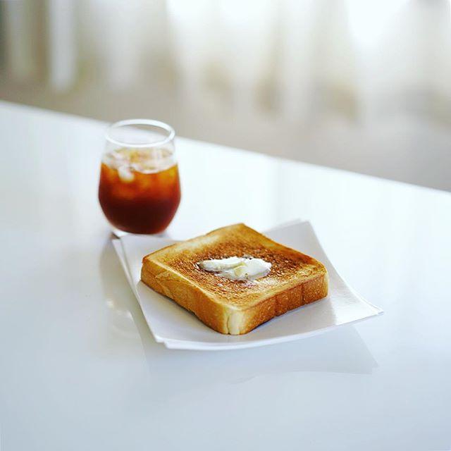 マリアージュドゥファリーヌの食パンでバタートースト&コーヒー。グッドモーニング。うまい! (Instagram)