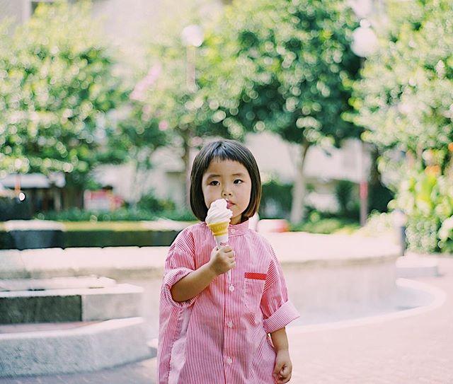 「スーちゃんのソフトクリーム食べたい〜」という人と公園でおやつ休憩。うまい!#jupiter8 (Instagram)