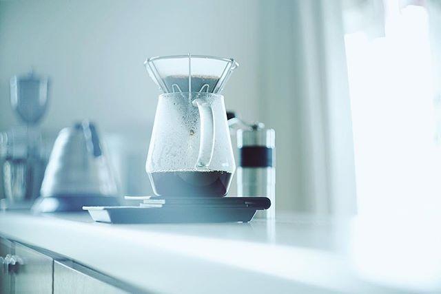 グッドモーニングコーヒー。奥様と娘様が昨日から一足先に帰省してるので久々のひとりの静かな朝。良い光。うまい! (Instagram)