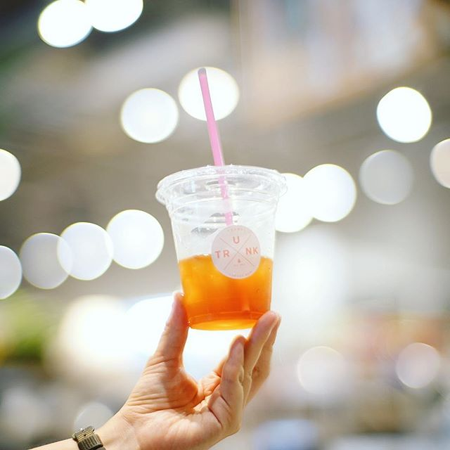 ささしまのTRUNK Coffee Standでアイスコーヒー休憩。そして新しいレンズのテスト。f1.1はすごいなぁ。ピント合わせるの難しい!うまい!#オニマガ名古屋散歩-#7artisans50mm #7artisans #7artisans50mmf11 #七工匠 #trunkcoffee #trunkcoffeestand (Instagram)