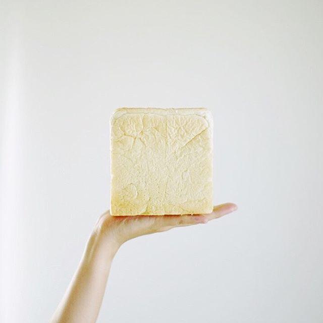 でぃっしゅcafeの食パン丸ごとでグッドモーニング。うまい!#ef50mmf12l (Instagram)