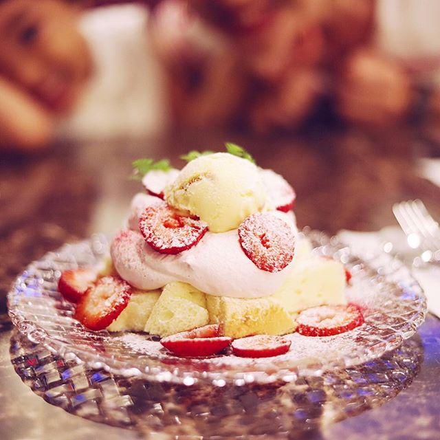 ピエールプレシュウズが伏見にできたのでさっそくケーキ食べに来たよ。ガトージャポネの苺のやつでおやつタイム。うまい!#オニマガ名古屋散歩 (Instagram)