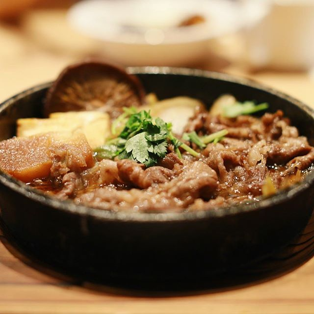金シャチ横丁のスギモトに尾張牛すき鍋を食べに来たよ。うまい!#オニマガ名古屋散歩 (Instagram)