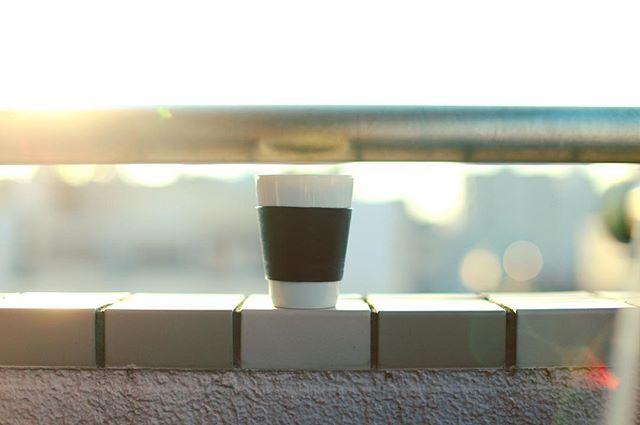 ベランダからグッドモーニングコーヒー。涼しくて朝焼けが美しい朝。うまい! (Instagram)