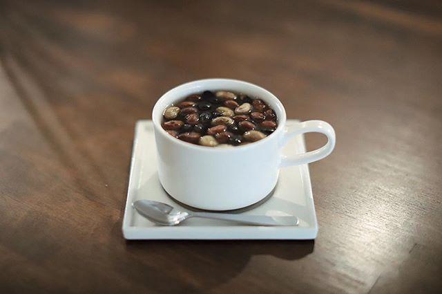 新しくなったTHINK TWICEでティータイム。山形の森の家の森茶。炒り大豆がたっぷりのお茶。うまい!#オニマガ名古屋散歩-#thinktwice #thinktwicenagoya (Instagram)