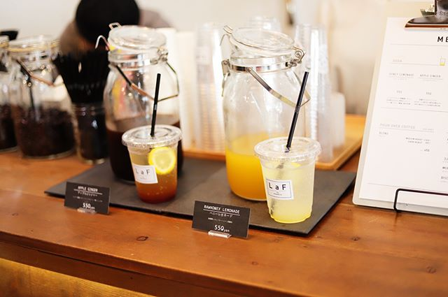 橘のLENS ASSOCIATESでやってるSTLONG marketでジュース休憩。LaF the organicsのハニーレモネード。うまい!#オニマガ名古屋散歩-#stlongmarket (Instagram)