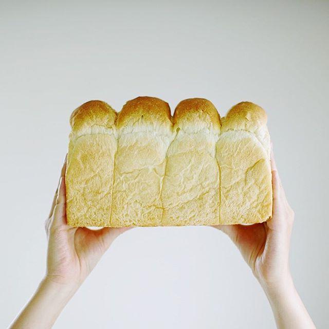 #トレマタンブーランジェリー の食パンでグッドモーニング。一社のお土産。ナイスもこもこ。うまい!#totlematinboulangerie (Instagram)