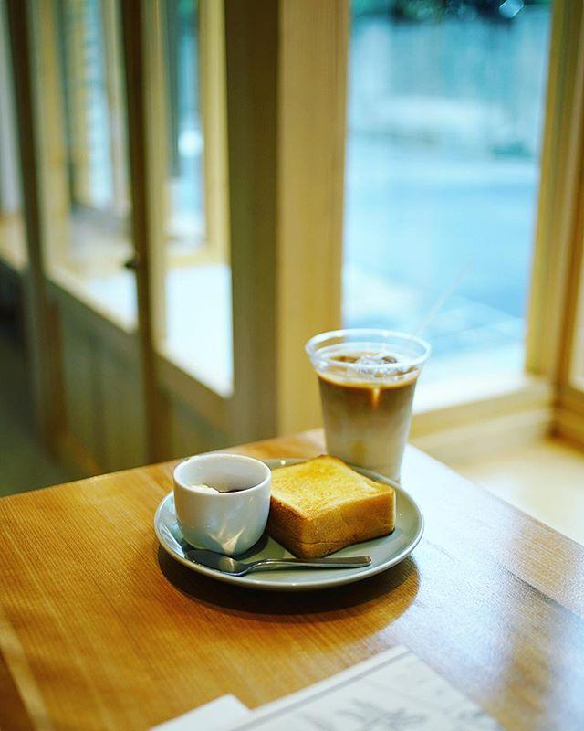 大須のmillでグッドモーニングコーヒー。朝からのんびり読書タイムな月曜日。うまい!#オニマガ名古屋散歩 (Instagram)