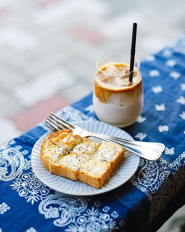 ROWS COFFEEで蜂蜜チーズトースト&アイスラテ。うまい!#オニマガ名古屋散歩 (Instagram)