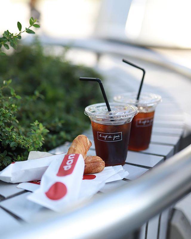 名古屋駅でデニッシュバーとアニエスベーのカフェでコーヒーテイクアウトしてタワーズガーデンでおやつタイム。良い気候。うまい!#オニマガ名古屋散歩...#デニッシュバー #danishbar #lecafedujour (Instagram)