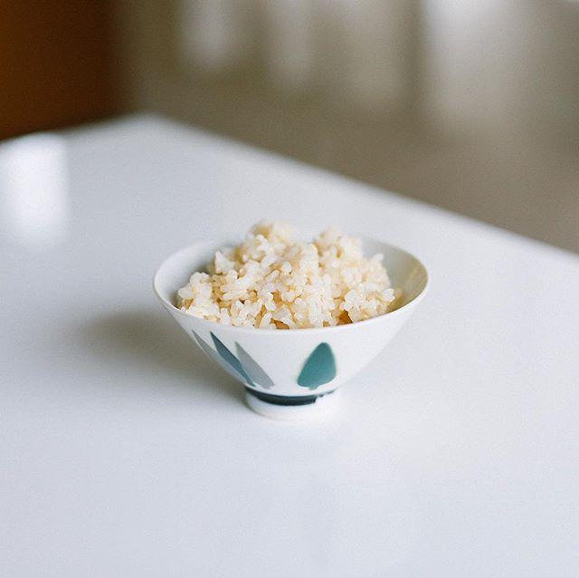 グッドモーニング朝ごはん。初めて金芽ロウカット玄米を試してみたけど、確かにこれは簡単だわ。味とモチモチ感が白米寄りな玄米って感じ。うまい! (Instagram)