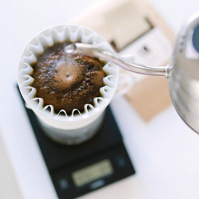 グッドモーニングコーヒー。今日はPIC名古屋写真部で岐阜へ遠征。今回はピクニック写真部なのでコーヒー淹れて持ってく!豆はゴルピーコーヒーの深煎りエチオピア。うまい!...#golpiecoffee #ゴルピーコーヒー (Instagram)
