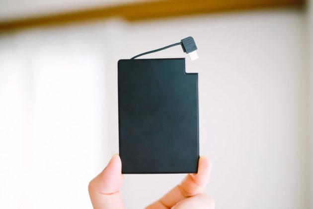 薄さ4mm重さ58gの超軽量カードサイズモバイルバッテリーTNTORを買いました!